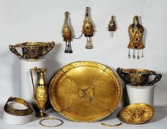 Dacian golden treasure Museum N.of Bucharest-Romania Ancient Vikings, Ancient Rome, Ancient History, Cave Drawings, Golden Treasure, Classical Greece, Archaeological Finds, Minoan, Call Art