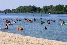 A strand homokos és kiépített. A napozás, pancsolás mellett labdajátékokra és vízi sportokra is lehetőséget ad. Hungary, Park, Beach, Water, Photos, Outdoor, Gripe Water, Outdoors, The Beach