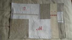Chemin/set de table central shabby en textiles anciens : Cuisine et service de table par rouge-lin-et-bois