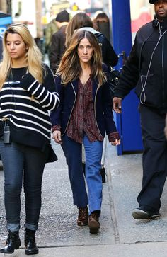 Sarah Jessica Parker on the set of Divorce in New York City|Lainey Gossip Entertainment Update