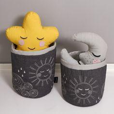 Lækker Hello Sunshine quilted basket fra Roommate. Er perfekt til at opbevare…
