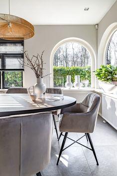 Interieur ontwerp Twello - Deventer - Apeldoorn - Zutphen Outdoor Furniture Sets, Outdoor Decor, Dining Table, Interior Design, Home Decor, Interior Designing, Nest Design, Decoration Home, Home Interior Design