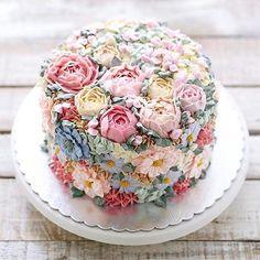 Dieser Blumentorte sieht so lecker aus! – Wedding Cakes – This flower cake looks so delicious! Gorgeous Cakes, Pretty Cakes, Cute Cakes, Amazing Cakes, Food Cakes, Wedding Cakes With Cupcakes, Cupcake Cakes, Cupcake Wedding, Sweets Cake