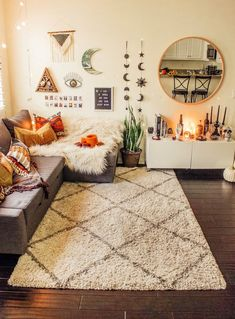 48 comfortable small bedroom ideas 39 Interior Design Bedroom Ideas For Small Rooms Bedroom Comfortable Design Ideas Interior Small Interior Design Living Room, Living Room Designs, Living Room Styles, Aesthetic Rooms, Cozy Aesthetic, Apartment Living, Bedroom Apartment, Apartment Hacks, Room Inspiration