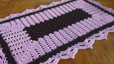 #tapetedecroche #crochêfacil #artecrocheTapete de crochê fácil. TAPETE RETANGULAR EM CROCHÊ PASSO A PASSO [VÍDEO AULA] Crochet Table Runner, Crochet Projects, Make It Yourself, Blanket, Rugs, Youtube, Crochet Rug Patterns, Easy Crochet, Hampers