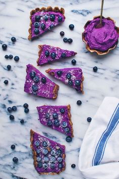 As good as a gluten-free, vegan, refined sugar free purple sweet potato tart sounds, I know that what you really want to read about is me. Sweet Potato Tart Recipe, Sweet Potato Recipes, Easy Tart Recipes, Clean Recipes, Purple Potato Recipes, Fox Food, Potato Bar, Purple Food, Purple Sweet Potatoes