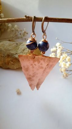 Copper earrings with natural Lapis Lazuli stones,Hammered copper earrings,Geometric earrings Diy Jewelry Set, Handmade Wire Jewelry, Etsy Jewelry, Earrings Handmade, Jewelry Making, Jewelry Ideas, Handmade Items, Copper Wire Jewelry, Hammered Copper