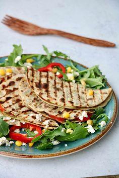 Vegetar quesedilla på 10 minutt! - LINDASTUHAUG Tacos, Bread, Ethnic Recipes, Food, Brot, Essen, Baking, Meals, Breads