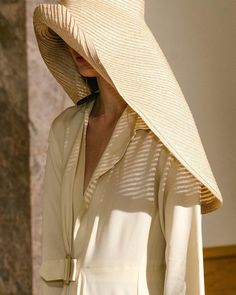 Jacquemus iconic hat via Looks Style, My Style, Jacquemus, Fancy Hairstyles, Sun Hats, Big Sun Hat, Textiles, Vogue, Style Inspiration