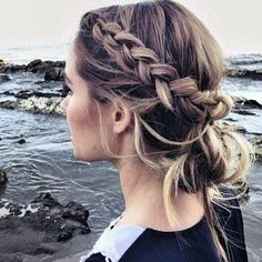 I love finding new hairstyles that work and I think this is a great hairstyle for anyone!