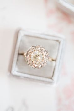 I'm officially in loveeeeeeee. vintage engagement ring | Amber Hatley Photography | Glamour & Grace