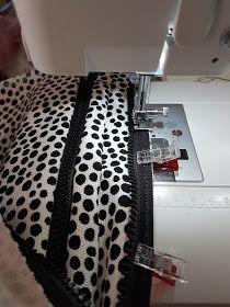 MUMINTALO: TILAIHME, pikkulaukku Diy Projects To Try, Sewing Tutorials, Animal Print Rug, Diy And Crafts, Crossbody Bag, Takana, Pattern, Cross Body, Bags