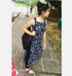 Simple Kurti Designs, Kurta Designs Women, Ethnic Outfits, Indian Outfits, Pakistani Dresses, Indian Dresses, Casual Indian Fashion, Kurta Style, Kurta Neck Design