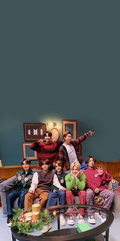 Bts Jungkook, Foto Bts, Boys Lindos, Kpop, Bts Wallpaper Lyrics, Bts Aesthetic Wallpaper For Phone, Bts Group Photos, Bts Backgrounds, Bts Lyric