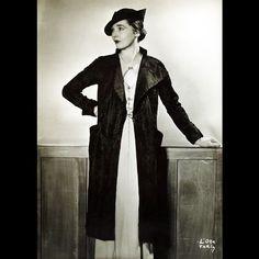 Manteau de Lucien Lelong, photographie d'époque de D'Ora (circa 1935)
