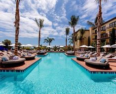 This Pool at the Terranea Resort is from Heaven! With dramatic views over the Ocean, a Los Angeles must visit. And we heard the cuisine is a tasty as fresh. #BucketList #MyLosAngeles #TerraneaResort #90275 #California Pic by @TerraneaResort #Travel #Wellness #DayPass #Hotel