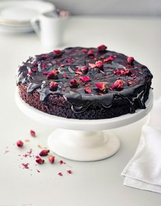 Death by chocolate -kakku Death By Chocolate Cake, Floral Cake, High Tea, I Foods, Healthy Foods, Let Them Eat Cake, Sweet Recipes, Cheesecake, Cooking Recipes