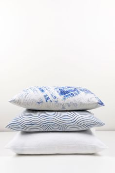 ZigZagZurich makes luxury bedding, duvet covers, curtains, throws and blankets, designed by artists using the finest quality materials made in Italy Luxury Bedding, Duvet Covers, Bed Pillows, Pillow Cases, Textiles, Blanket, Artist, Design, Pillows