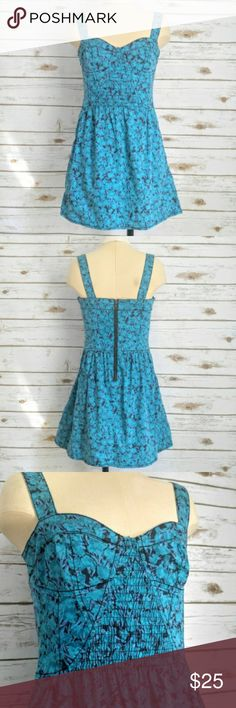 """Free People Blue Floral Bustier Dress Free People Blue Floral Bustier Dress  Size xs with a 16"""" bust beautiful comfortable dress with pockets for a busy lifestyle. Zippered back with a little stretch around the waist/bustline. No size tag but measures like an XS. Adjustable buttoned shoulder straps that are not fully removable but can be converted to cross back or normal tank back. Free People Dresses Mini"""