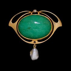 MURRLE BENNETT & Co. (1896-1914)  A large gold brooch set with a central cabochon chrysoprase and a pearl  within a whiplash mount with a pearl below. Anglo/German c.1900.   Marks for MB & Co. and 15 ct. Size: Height 3.9 cm. Width 4.2 cm. (Fitted Case)  Lit.: Art Nouveau Jewelry. Vivienne Becker. Liberty Style. Academy Editions.