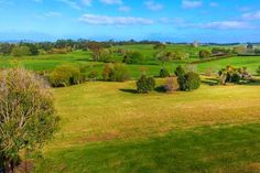 in Karaka, NZ. Come and relax at our Karaka lifestyle house, 5 bedroom modern property on 2.26 hectares of land.  Enjoy amazing rural views of farm land,Pukekohe Golf Club and the Pukekohe Hill further afield.   -  35 mins to Auckland CBD, 25 mins to Auckland Ai...