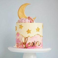 33 Ideas baby onesies cake for 2019 Baby Girl Cakes, Baby Birthday Cakes, Birthday Cake Girls, Cake Baby, 30th Birthday, Birthday Ideas, Pretty Cakes, Beautiful Cakes, Christening Cake Girls