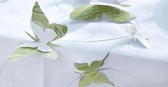 Schmetterlinge wecken im Frühling das Gefühl von Freiheit und Leichtigkeit. Beides holen Sie sich mit unserer DIY-Tischdeko schnell und einfach in…