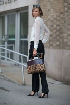 Street Style: New York Fashion Week Spring 2014 Karlie Kloss carrying a Coach bag New York Street Style, Spring Street Style, Street Chic, Street Wear, Karlie Kloss, Elegant Woman, Black And White Outfit, Black White, Look Office