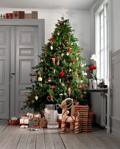 Swedish Christmas inspiration with straw goat under beautiful Christmas tree in a room with lovely painted trim and doors. Noel Christmas, Scandinavian Christmas, Country Christmas, Simple Christmas, Winter Christmas, Sweden Christmas, England Christmas, Homemade Christmas, Family Christmas