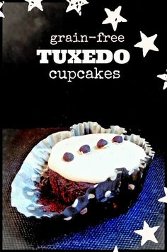 Baking Backwards: Grain-Free Tuxedo Cupcakes (Chocolate chocolate-chip cakes with Vanilla Frosting)! Caramel Buttercream Frosting, Oreo Frosting, Chocolate Ganache Frosting, Chocolate Chip Cake, Frosting Recipes, Chocolate Cupcakes, Cupcake Recipes, Chocolate Chocolate, Tuxedo Cupcakes