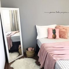 Tough focused bedroom decor ideas his comment is here Small Room Bedroom, Room Ideas Bedroom, Home Decor Bedroom, Cute Room Decor, Girl Bedroom Designs, Aesthetic Bedroom, Dream Rooms, Decoration, Bedrooms