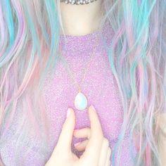Pastel t-shirt, pastel hair, pastel necklace, pastel nails, everything is pastel!