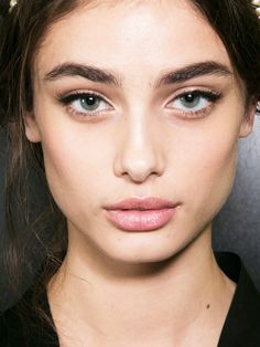 Natural looking brows for 2017. The One Makeup Trend to Consider Ditching in 2017 via @ByrdieBeauty