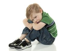 Cuando los niños y niñas no nos hacen caso. 10 pautas para educar con autoridad positiva.  http://www.educayaprende.com/cuando-los-ninos-y-ninas-nos-hacen-caso/