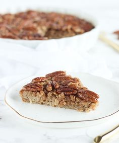 A delicious pecan pie baked oatmeal recipe that can be made ahead and enjoyed all week for an easy, healthy fall breakfast treat! (gluten-free, vegetarian)