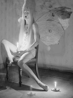 siempre me inspira la oscuridad, pero me llena una temporada total white