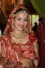 Gujrati bride! Great makeup look ideas!