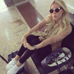 {on our way ✈️} #airportlook #nativiaja #casamentomicaemimica