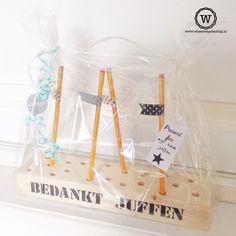 Gezamenlijk cadeau bedankje voor de juffen van zoonlief :-) #pennenblok voor op het bureau.