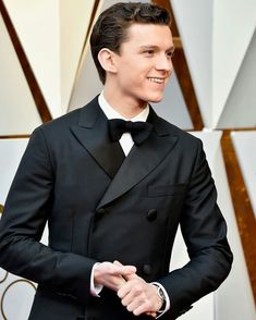 (HQ) Tom attends the 90th Annual Academy Awards at the Dolby Theatre in Hollywood, CA tonight! - Give source credits if you use/repost pls. @tomholland2013 | #tomholland #spiderman