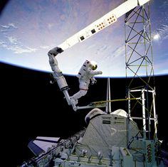 Astronaut Jerry Ross approaches the Assembly Concept for Construction of Erectable Space Structures device during an EVA on an Atlantis mission in 1985.