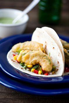 Vegan Beer Battered Fried Avocado Tacos (sub mayo) Veggie Recipes, Mexican Food Recipes, Vegetarian Recipes, Dinner Recipes, Avocado Recipes, Vegetarian Tacos, Beer Recipes, Dinner Ideas, Avocado Fries