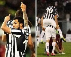Carlitos Tevez ringrazia Lorente per l'assist / Livorno-Juventus