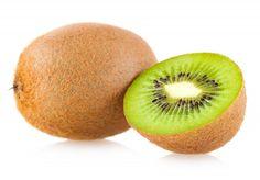 Hoewel kiwi's het imago hebben dat ze uit Nieuw-Zeeland komen, ligt de werkelijke oorsprong in China. Daar noemde men deze vrucht in de oudheid Yang Tao. Oorspronkelijk had de kiwi groen vruchtvlee...
