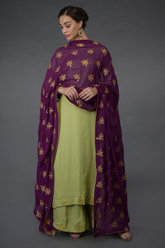 This is a plum georgette dupatta adorned with gold zari and sequin embroidered floral booteh all over. The dupatta is finely finished with gold shimmer georgette under borders and edging. Purple Color Combinations, Suit Combinations, Color Combinations For Clothes, Colour Combination For Dress, Indian Salwar Suit, Punjabi Suits, Pakistani Suits, Churidhar Designs, Blouse Designs