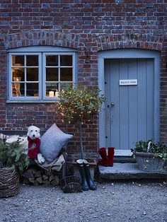 Twelve Christmas Front Doors over on Modern Country Style! Click through for details. The Doors, Windows And Doors, Petits Cottages, Cottage Door, Brick Cottage, Cottage Living, Country Living, Modern Country Style, Country Charm
