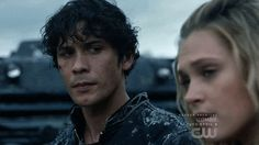 bellamy blake x clarke griffin Bellarke, Movies Showing, Movies And Tv Shows, Series Movies, Tv Series, 100 Season 4, Lenni Kim, Bellamy The 100, 100 Memes