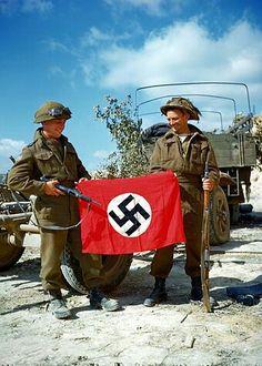 Armé Canadienne avec drapeau national Swastika NAZY