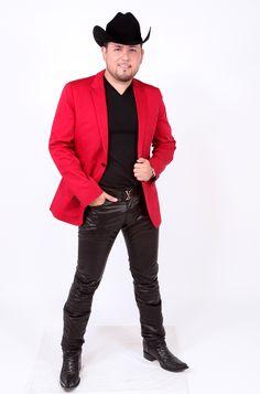 Roberto Tapia es uno de mis idolos y lo alcanse a conocer unos Dias antes de su concierto porque estaba haciendo autografos:)