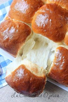 Extra soft and light brioche Cooking Bread, Cooking Chef, Bread Recipes, Cake Recipes, Dessert Recipes, Brioche Recipe, Gluten Free Recipes For Dinner, French Pastries, Food Cakes